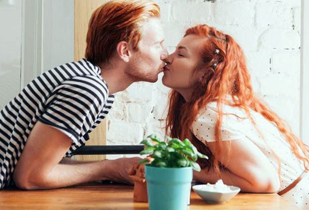 2 gingers dating)
